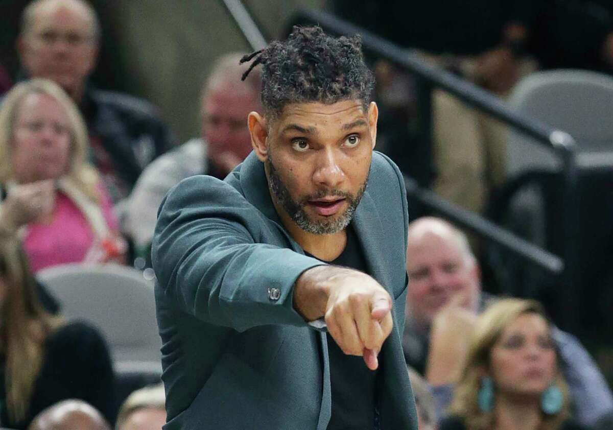 Tim Duncan directs players on the floor after the ejection of Gregg Popovich as the Spurs play Portland at the AT&T Center on Nov.16, 2019.