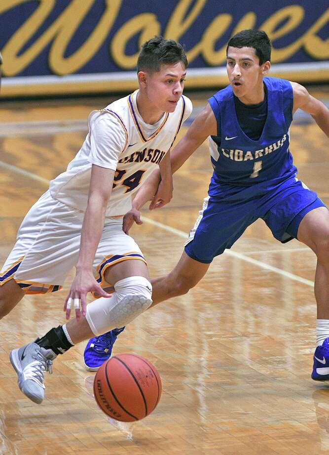 Carlos Angulo scored 13 points as LBJ defeated Cigarroa on Saturday to improve to 2-0 on the year. Photo: Cuate Santos /Laredo Morning Times / Laredo Morning Times