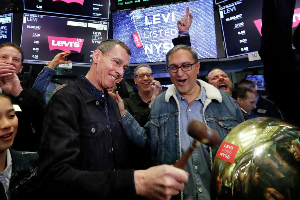 HP Chairman Chip Bergh, left, during a March 2019 initial public offering of stock for Levi Strauss where he is CEO. (AP Photo/Richard Drew)