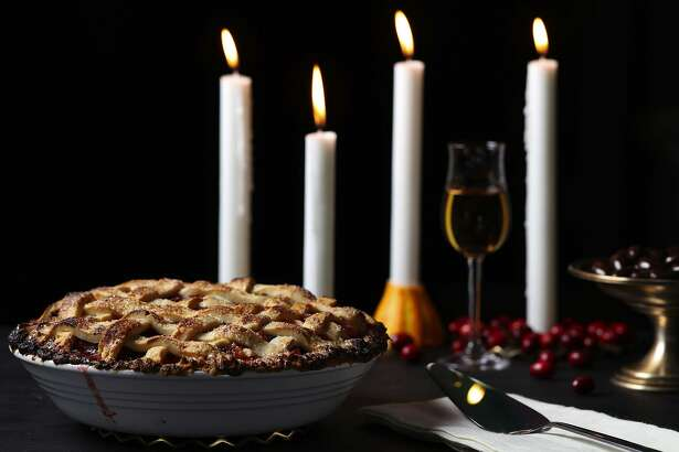 Pears and cranberries partner for a fall-forward pie of flavor and textural contrasts, with fresh and dried versions of the berries playing off each other. (Abel Uribe/Chicago Tribune/TNS)