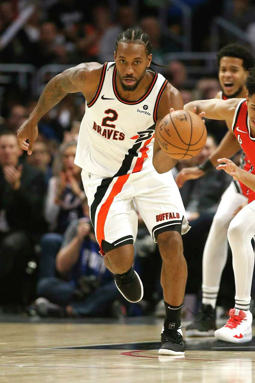 LOS ANGELES, CALIFORNIA - NOVEMBER 07: Kawhi Leonard #2 of the Los Angeles Clippers dribbles upcourt during the second half of a game against the Portland Trail Blazers at Staples Center on November 07, 2019 in Los Angeles, California. NOTE TO USER: User expressly acknowledges and agrees that, by downloading and/or using this photograph, user is consenting to the terms and conditions of the Getty Images License Agreement (Photo by Sean M. Haffey/Getty Images)
