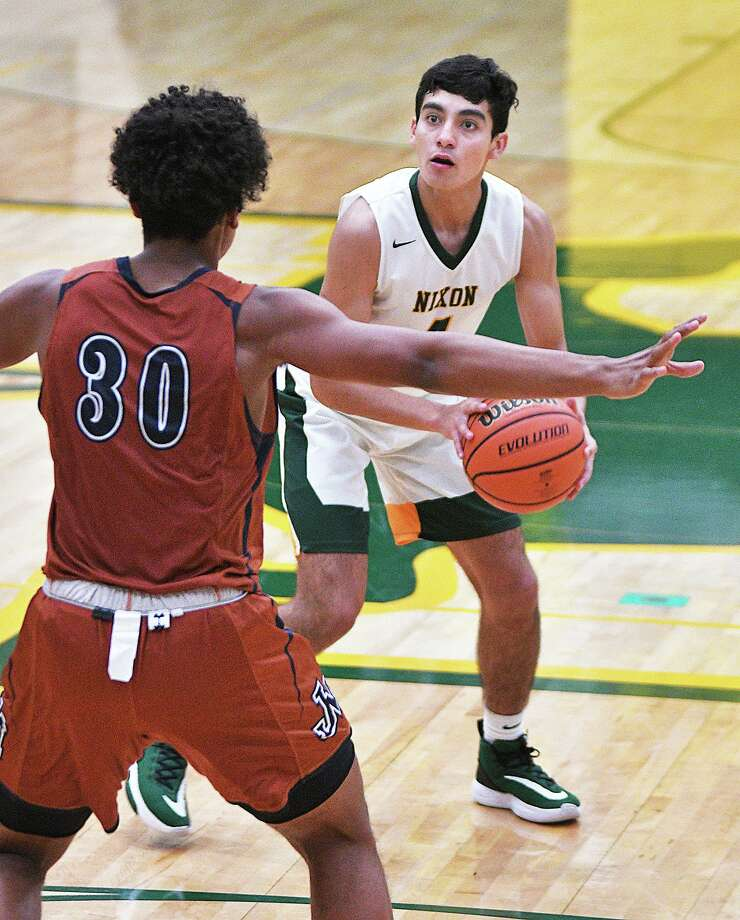Nixon's Juan Marines was named the District 29-6A Newcomer of the Year last season. Marines averaged a team-high 6.6 rebounds along with 8.9 points, 1.2 steals and 1.0 assists in 2018. Photo: Cuate Santos /Laredo Morning Times / Laredo Morning Times