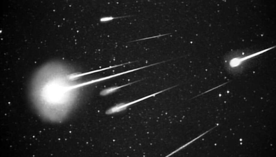 A burst of 1999 Leonid meteors as seen at 38,000 feet from Leonid Multi Instrument Aircraft Campaign (Leonid MAC) with 50 mm camera. Photo: (NASA/Ames Research Center/ISAS/Shinsuke Abe And Hajime Yano)