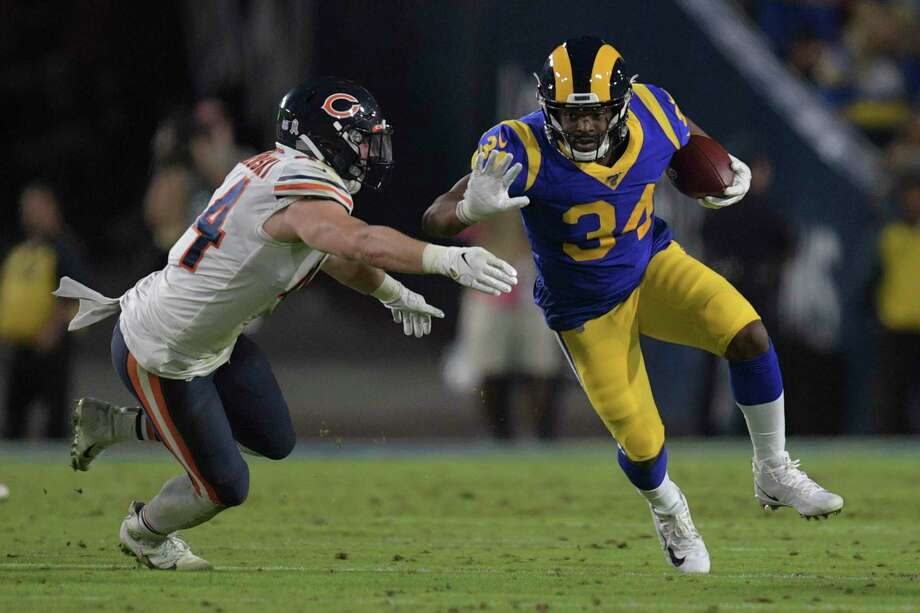 Los Angeles Rams running back Malcolm Brown, right, run past Chicago Bears inside linebacker Nick Kwiatkoski during the Rams' 17-7 win over the Bears on Sunday, Nov. 17, 2019 in Los Angeles. Photo: Kyusung Gong / Associated Press / Copyright 2019 The Associated Press. All rights reserved
