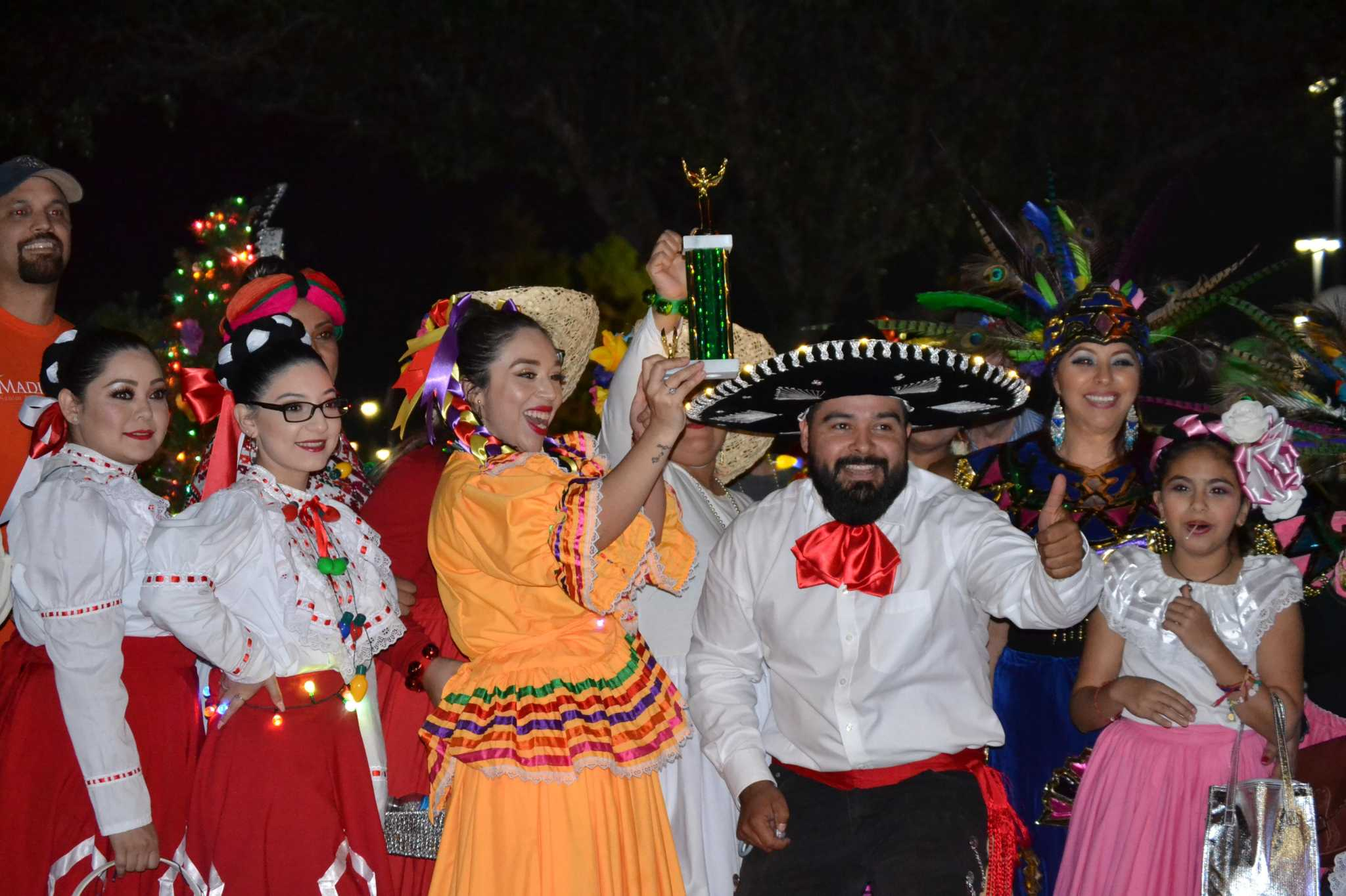 Pasadena display, tree lighting, parade to usher in holidays
