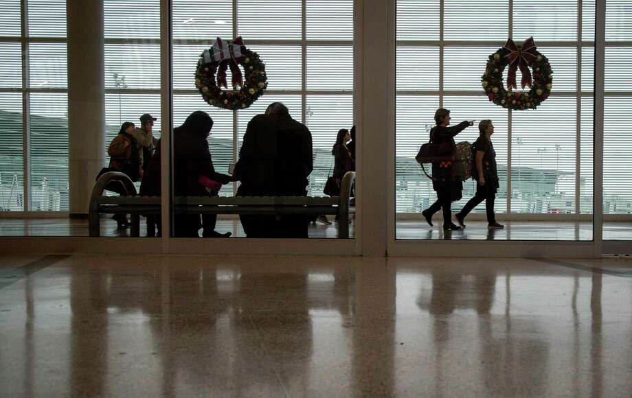 People arrive at Hobby Airport the week of Thanksgiving in 2018. Photo: Jon Shapley, Staff Photographer / Staff Photographer / © 2018 Houston Chronicle