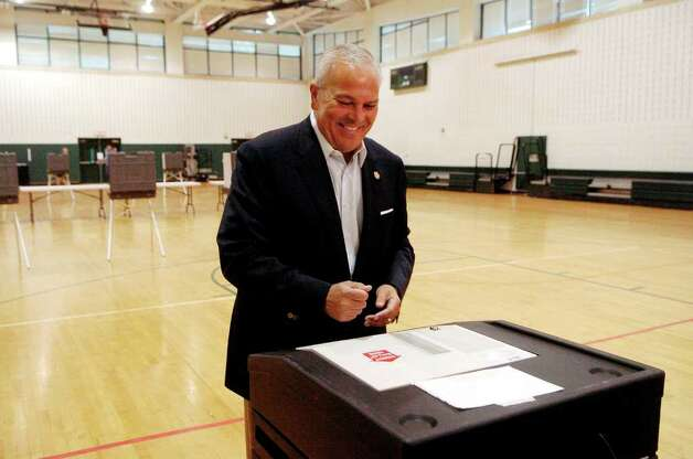 Michael Fedele votes at Scofield Middle School in Stamford, Conn. on Tuesday August 10, 2010. Photo: Dru Nadler / Stamford Advocate