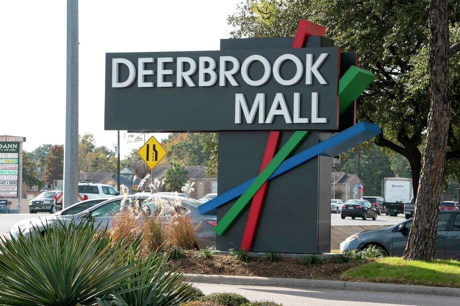 "Following the governor's order, Deerbrook Mall will participate in the ""retail to-go"" option starting on April 24. Photo: Savannah Mehrtens/Staff Photo / Savannah Mehrtens/Staff Photo"