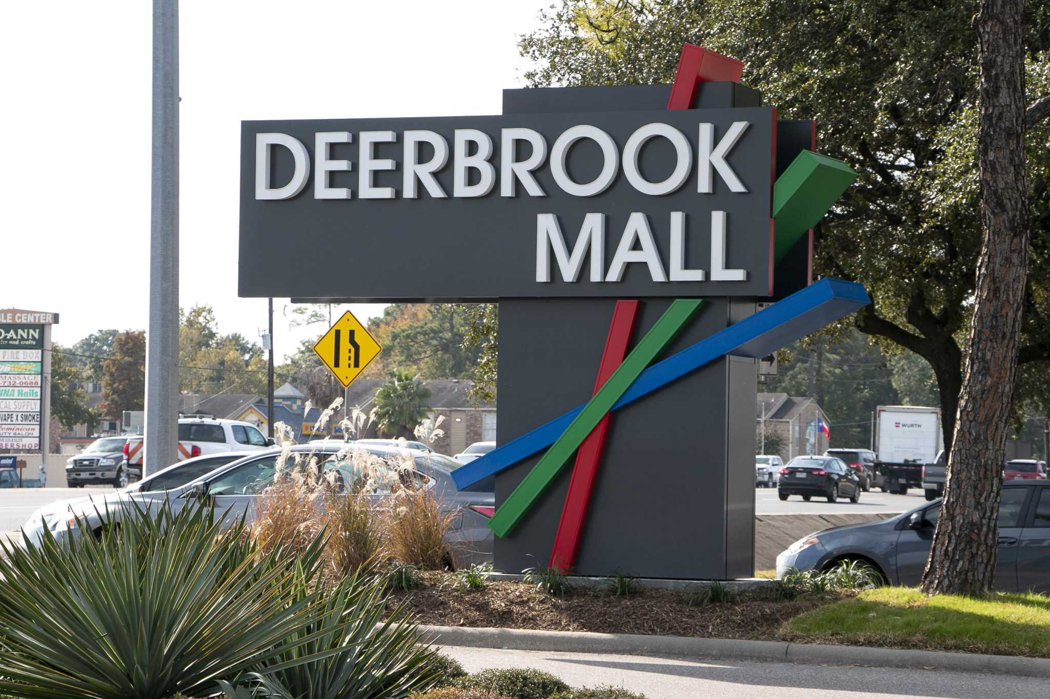 Deerbrook Mall hopes new stores help usher in busy holiday season