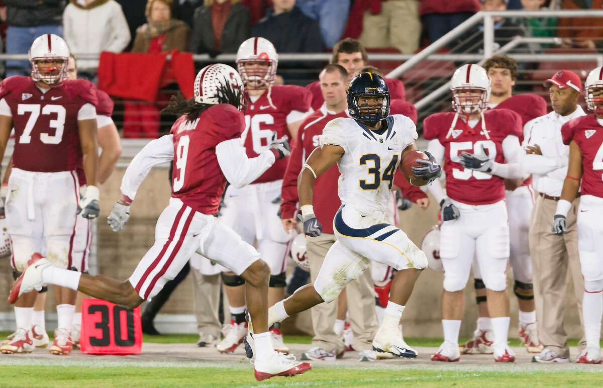 PALO ALTO, CA - NOVEMBER 21: Shane Vereen #34, tailback for the California Golden Bears, makes a play during the 113th Big Game against the Stanford Cardinal played on November 21, 2009 at Stanford Stadium in Palo Alto, California. Attempting to tackle