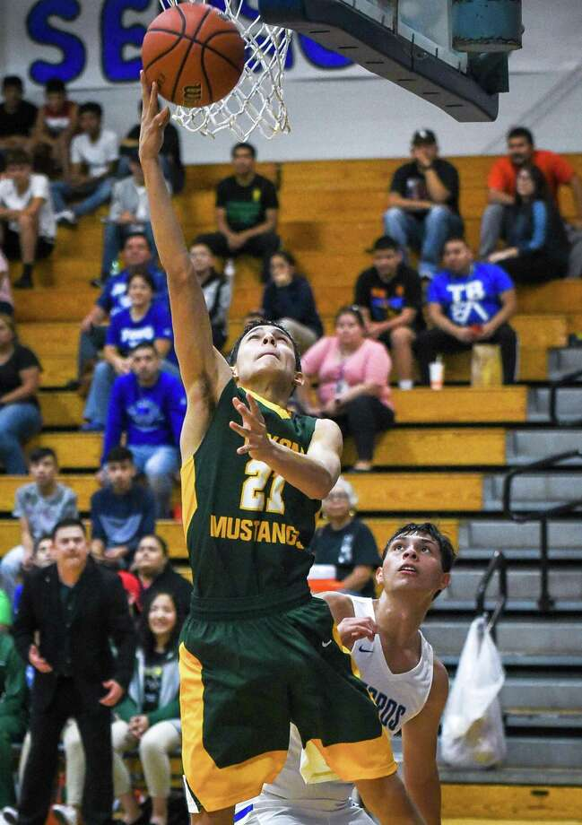 Alex Martinez scored five points as Nixon defeated Cigarroa Tuesday. Photo: Danny Zaragoza /Laredo Morning Times