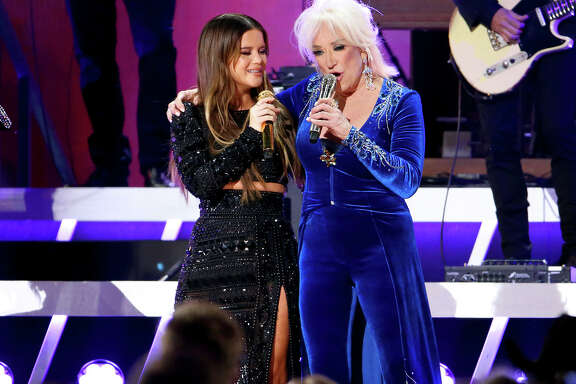NASHVILLE, TENNESSEE - NOVEMBER 13: (FOR EDITORIAL USE ONLY) Maren Morris (L) and Tanya Tucker perform onstage during the 53rd annual CMA Awards at the Bridgestone Arena on November 13, 2019 in Nashville, Tennessee.