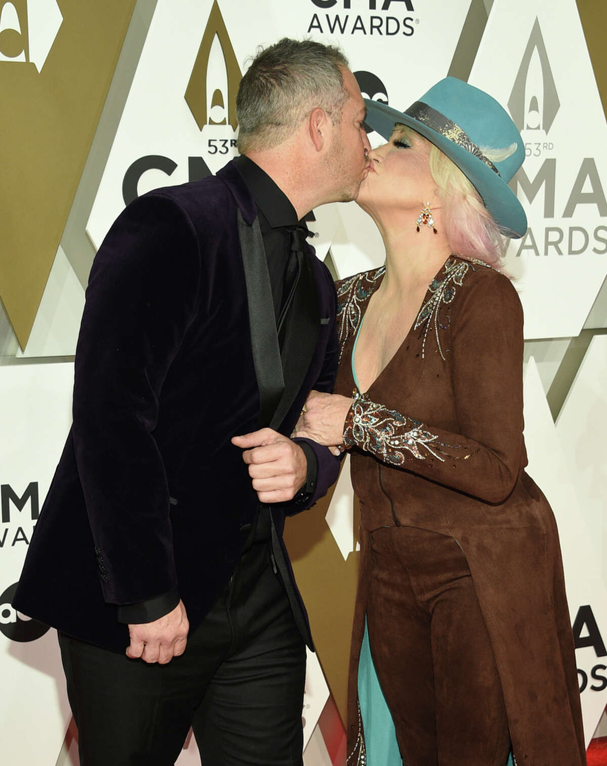 Buddy Quaid, left, and Tanya Tucker kiss at the 53rd annual CMA Awards at Bridgestone Arena on Wednesday, Nov. 13, 2019, in Nashville, Tenn. (Photo by Evan Agostini/Invision/AP)
