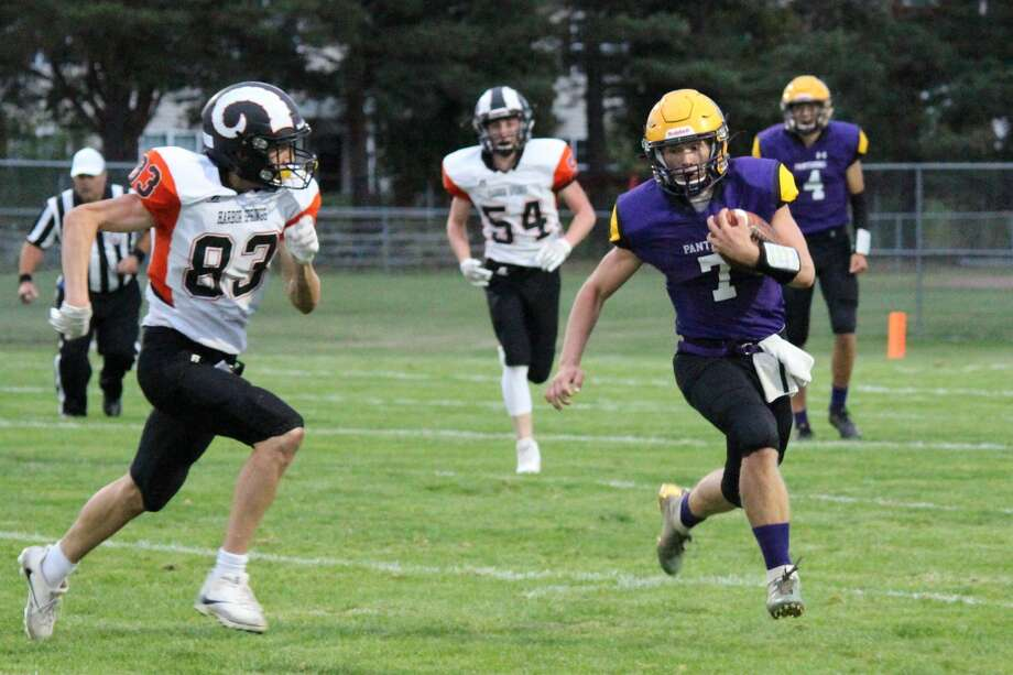 Xander Stockdale carries the ball around the left side during Frankfort's home opener this fall. Photo: File Photo