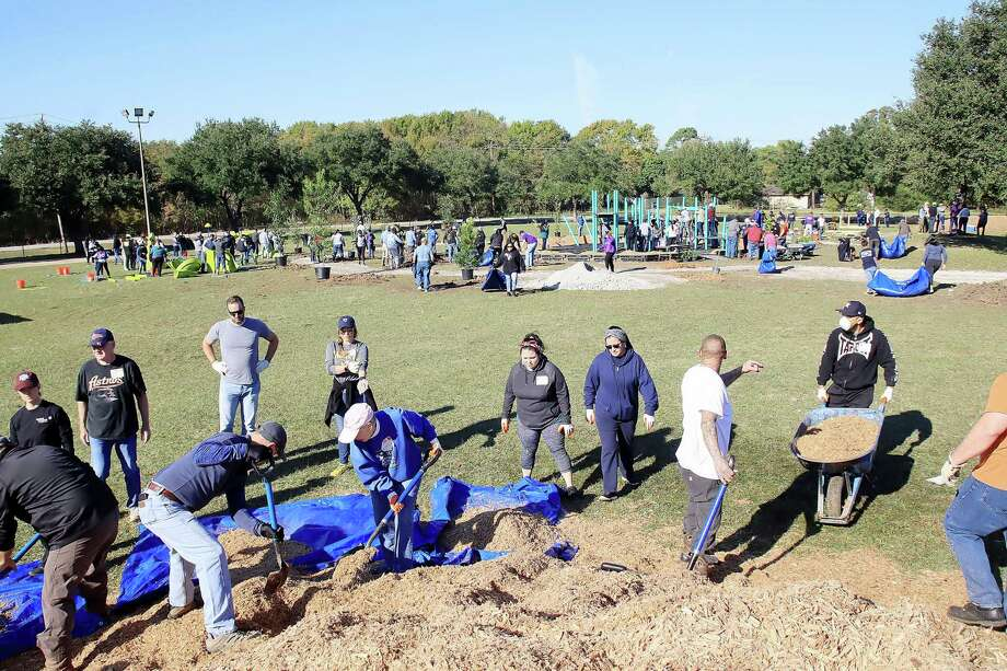 Some 250 volunteers from Atkinson Elementary School, Pasadena ISD and the Pasadena community swarm a site where the national nonprofit group KaBoom! built a playground for the Atkinson campus. Photo: Pin Lim, Freelance / For The Chronicle / Copyright Forest Photography 2019.