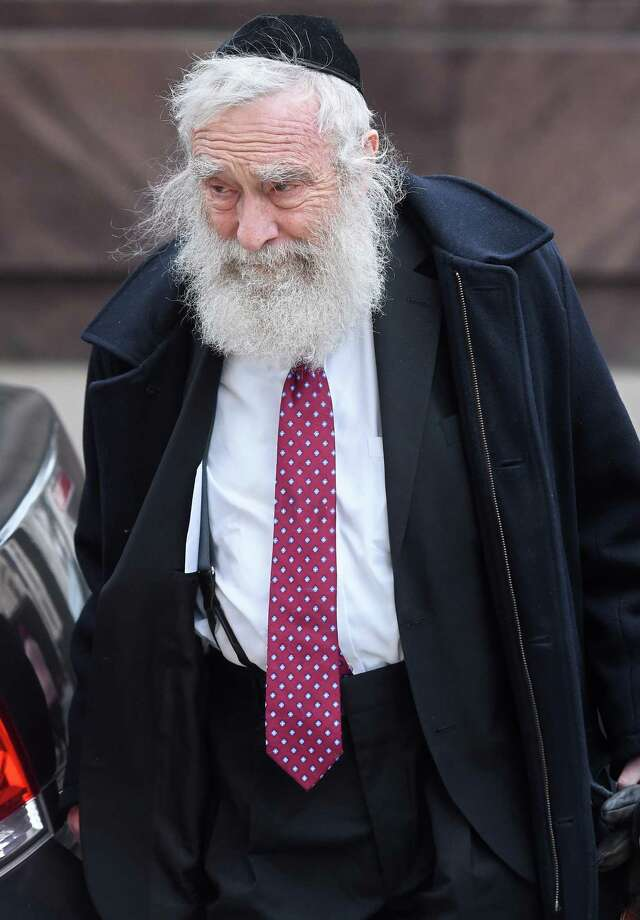 Rabbi Daniel Greer walks to  Superior Court in New Haven Nov. 20, 2019. Photo: Arnold Gold / Hearst Connecticut Media File / New Haven Register