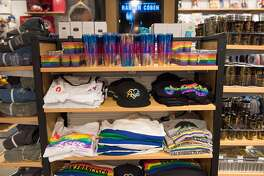 District Market, a convenient gift shop located in SFO Terminal 2.