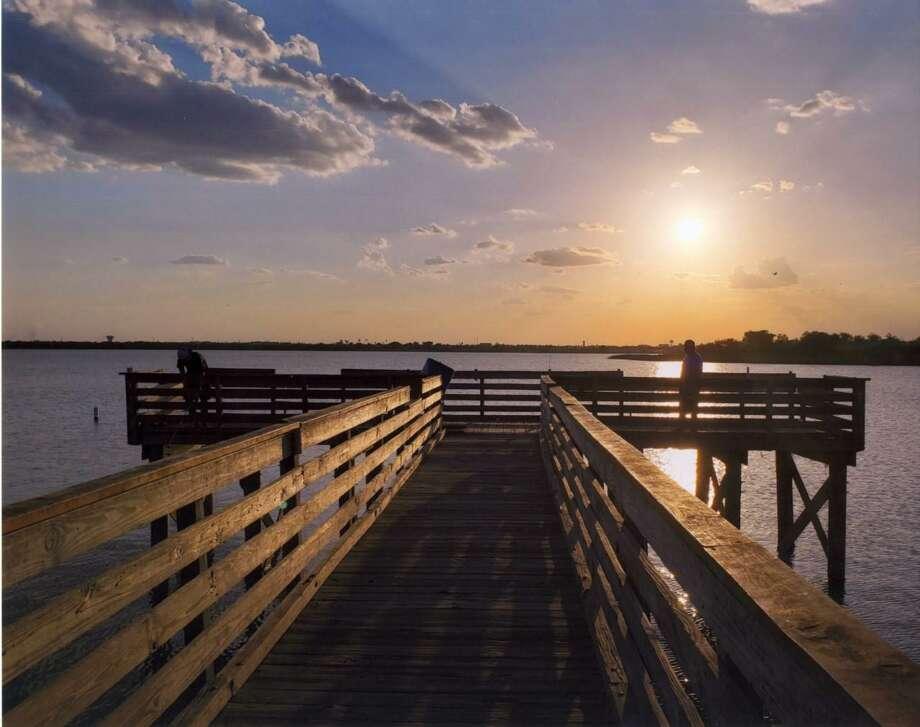 """La fotografía """"Lake Casa Blanca"""" de Julie Gutiérrez fue la ganadora del primer lugar dentro del concurso fotográfico """"Historic Laredo"""" organizado por la Fundación del Patrimonio del Condado de Webb. Photo: Foto De Cortesía /WCHF"""
