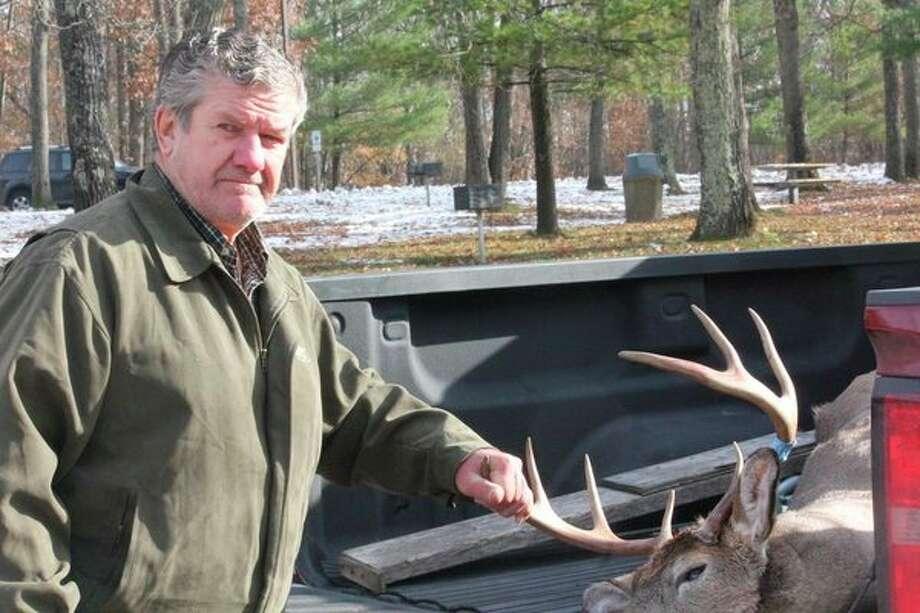 Jerry Schrauben shows the 8-point buck he shot opening morning in Lake County. (Star photo/John Raffel)