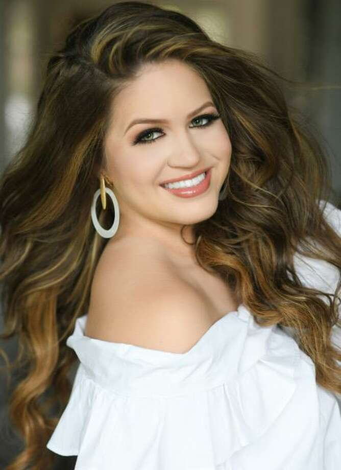Gwendolyn Diaz, 16, who represented Pearland in the Miss Teen Texas USA 2020 pageant, is a junior at Episcopal High School in Houston. Photo: Courtesy