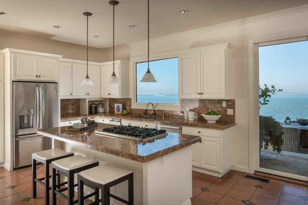 The kitchen includes granite countertops and stainless steel appliances.