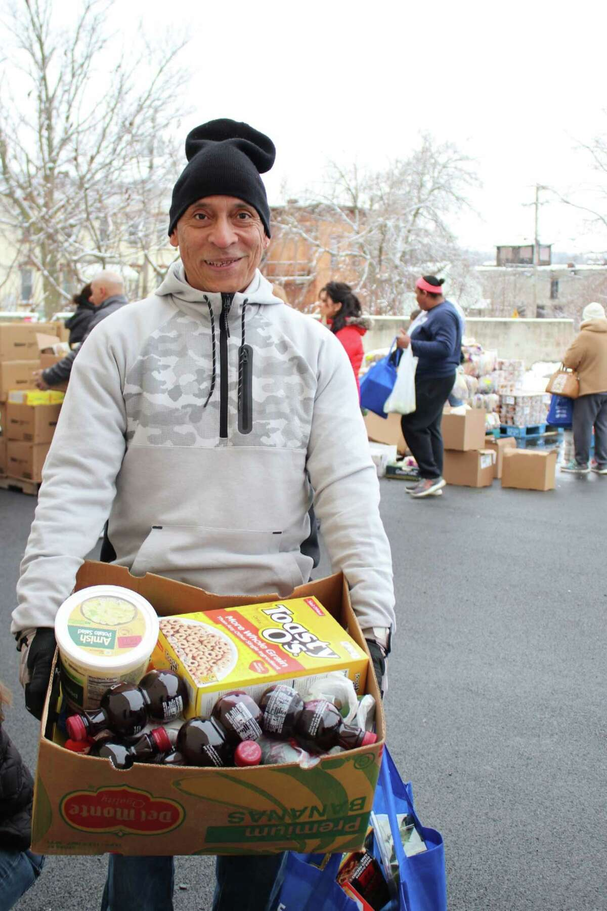 More than 300 people come out for the CC Move food drive at the Centro Civico offices in Amsterdam