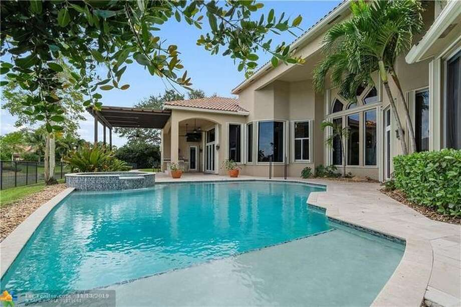 Frank Gore is selling home in Davie, FL. He's listed the lakefront residence for $1.8 million. Photo: Realtor.com