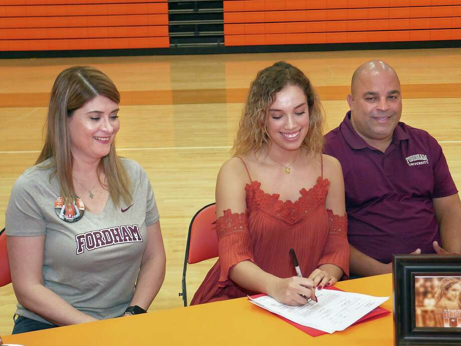 United's Lauren Arzuaga, center, signed with Fordham University Wednesday to continue her volleyball career. Photo: Cuate Santos /Laredo Morning Times