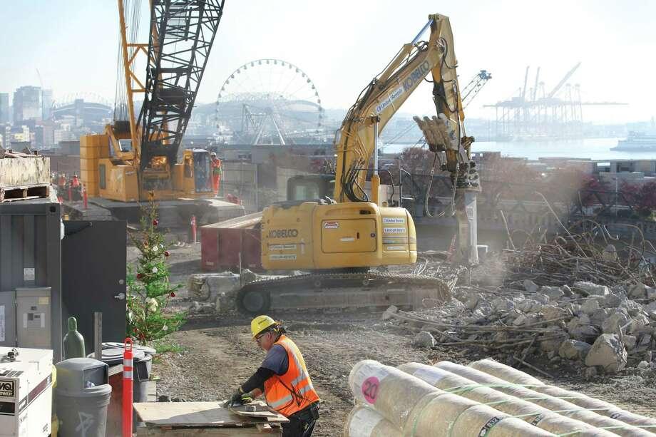Demolition crews work to bring down the final piece of the Alaskan Way Viaduct near the corner of Western Avenue and Lenora Street, Thursday, Nov. 21, 2019. Photo: Genna Martin, Seattlepi.com / GENNA MARTIN