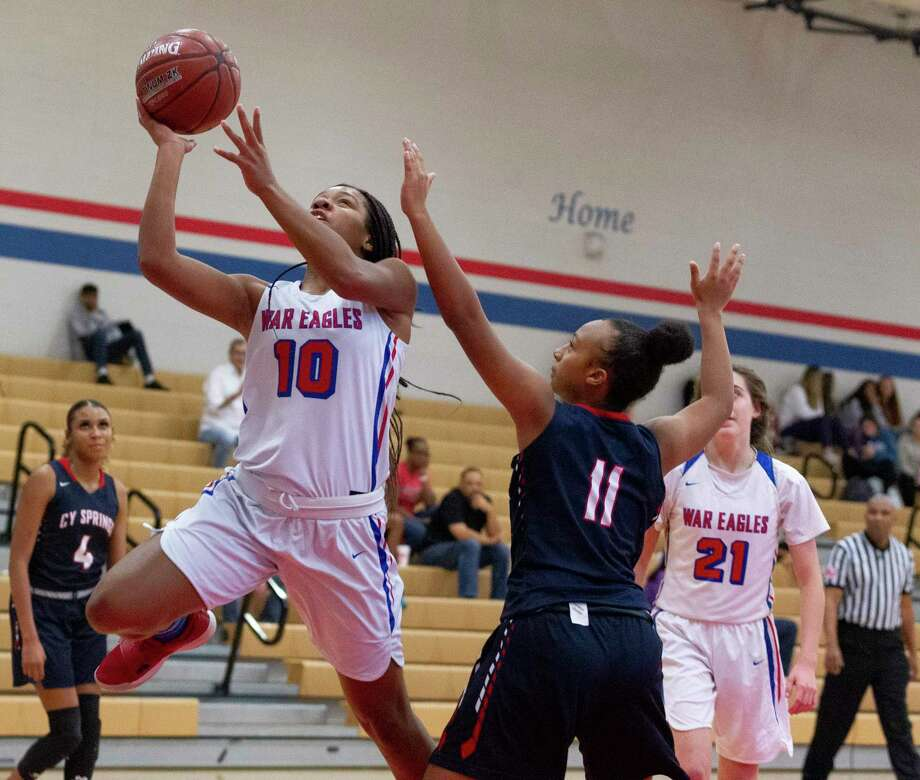 Oak Ridge small forward Janiya Maxie (10) shoots a layup during the first quarter of a high school baseball game at the Lady War Eagle Varisty Shootout, Thursday, Nov. 21, 2019. Photo: Jason Fochtman, Houston Chronicle / Staff Photographer / Houston Chronicle