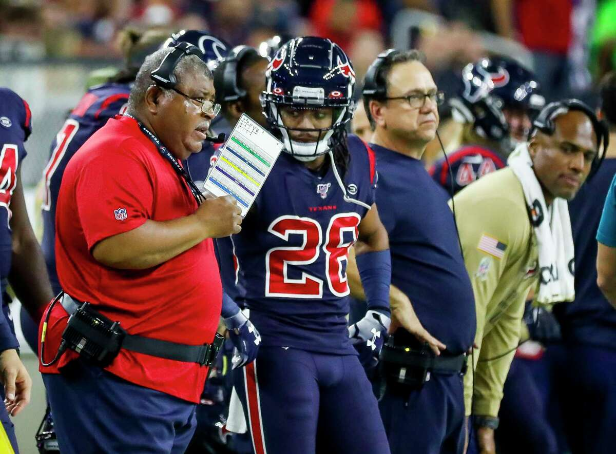 Texans defensive coordinator Romeo Crennel talks with Houston Texans cornerback Vernon Hargreaves III (28) on the sideline during the first quarter Thursday at NRG Stadium.