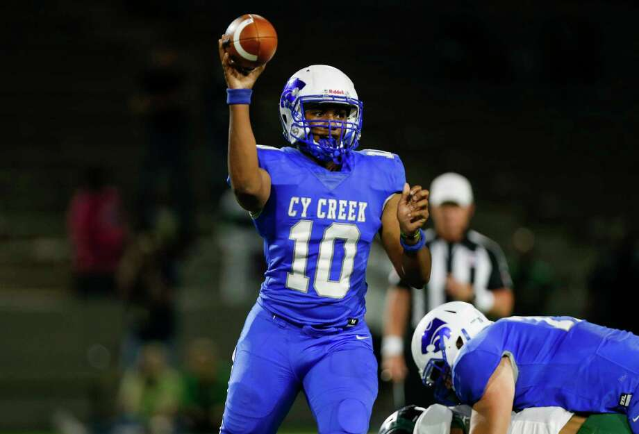Cy Creek quarterback Julian Uwadia (10) throws the ball against Mayde Creek during the first half of the Texas State Playoffs Division II Area Round Thursday, Nov. 21, 2019, in Houston. Cy Creek won 35-14. Photo: Godofredo A. Vásquez, Staff Photographer / © 2019 Houston Chronicle
