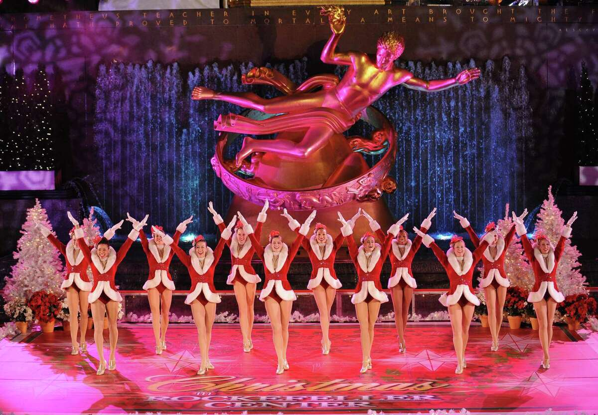 The Radio City Rockettes perform during the Rockefeller Center Christmas Tree lighting December 3, 2008 in New York. AFP PHOTO/Stan HONDA (Photo credit should read STAN HONDA/AFP/Getty Images)