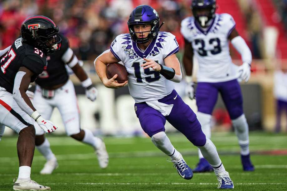LUBBOCK, TEXAS - NOVEMBER 16: Quarterback Max Duggan #15 of the TCU Horned Frogs runs the ball during the first half of the college football game against the TCU Horned Frogs on November 16, 2019 at Jones AT&T Stadium in Lubbock, Texas. Photo: John E. Moore III, Getty Images / 2019 Getty Images