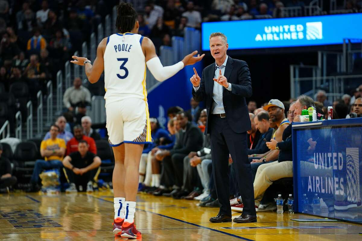 SAN FRANCISCO, CALIFORNIA - NOVEMBER 11: Golden State Warriors head coach Steve Kerr speaks to Jordan Poole #3 during the second half against the Utah Jazz at Chase Center on November 11, 2019 in San Francisco, California. NOTE TO USER: User expressly ack