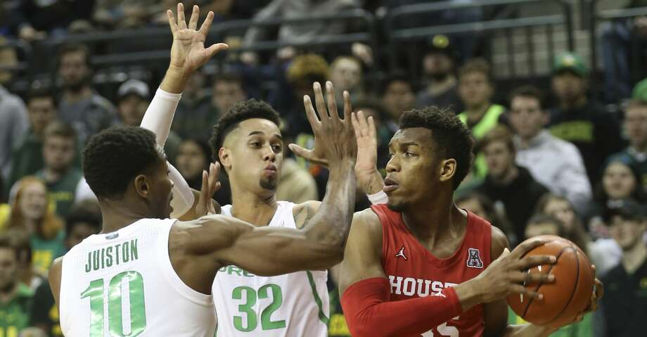 Oregon's Shakur Juiston, left, and Anthony Mathis pressure Houston's Fabian White Jr. during the second half of an NCAA college basketball game in Eugene, Ore., Friday, Nov. 22, 2019. (AP Photo/Chris Pietsch) Photo: Chris Pietsch/Associated Press