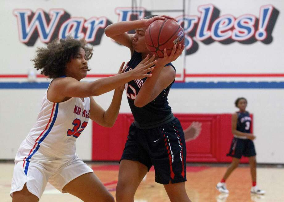 Oak Ridge small forward Iris Terry (32) forces a turnover during the first quarter of a high school baseball game at the Lady War Eagle Varisty Shootout, Thursday, Nov. 21, 2019. Photo: Jason Fochtman, Houston Chronicle / Staff Photographer / Houston Chronicle
