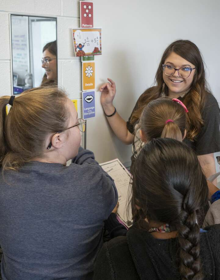 Trazi Wihebrink works with her fifth graders 11/22/19 at Carver Center. Tim Fischer/Reporter-Telegram Photo: Tim Fischer/Midland Reporter-Telegram