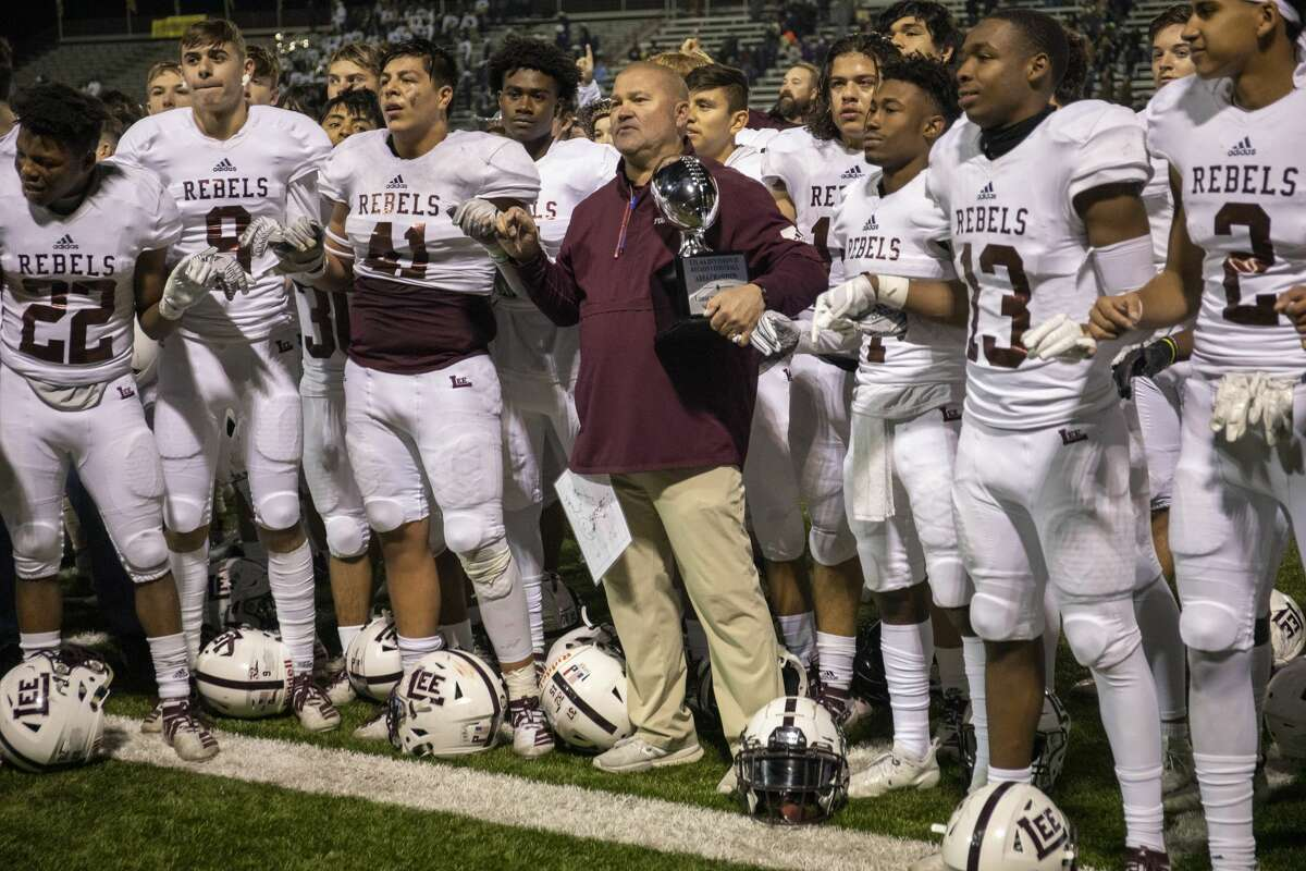 Lee players and coach Hartman join in the Lee school song Saturday, Nov. 23, 2019 at Cravens Stadium in Arlington. Jacy Lewis/Reporter-Telegram