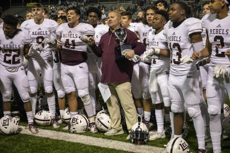Lee players and coach Hartman join in the Lee school song Saturday, Nov. 23, 2019 at Cravens Stadium in Arlington. Jacy Lewis/Reporter-Telegram Photo: Jacy Lewis/Reporter-Telegram