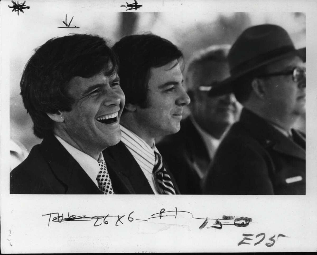 Tom Brokaw, left, and Ed Dague, right, in New York. October 10, 1977 (Skip Dickstein/Times Union Archive)
