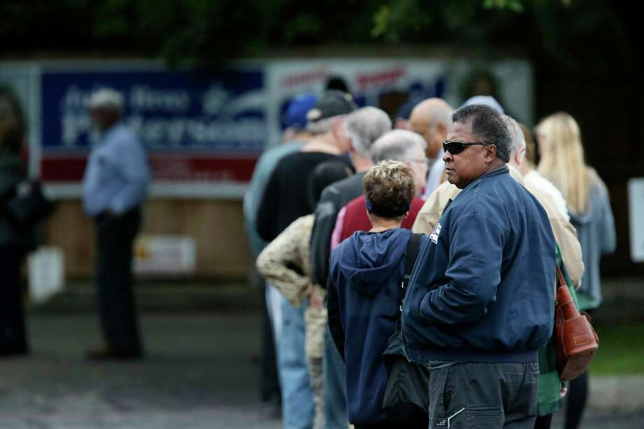 People line up for early voting in last year's November midterm elections at Brook Hollow Library. The need for polling officials is evident. Why not become one? Photo: JERRY LARA /San Antonio Express-News / © 2018 San Antonio Express-News