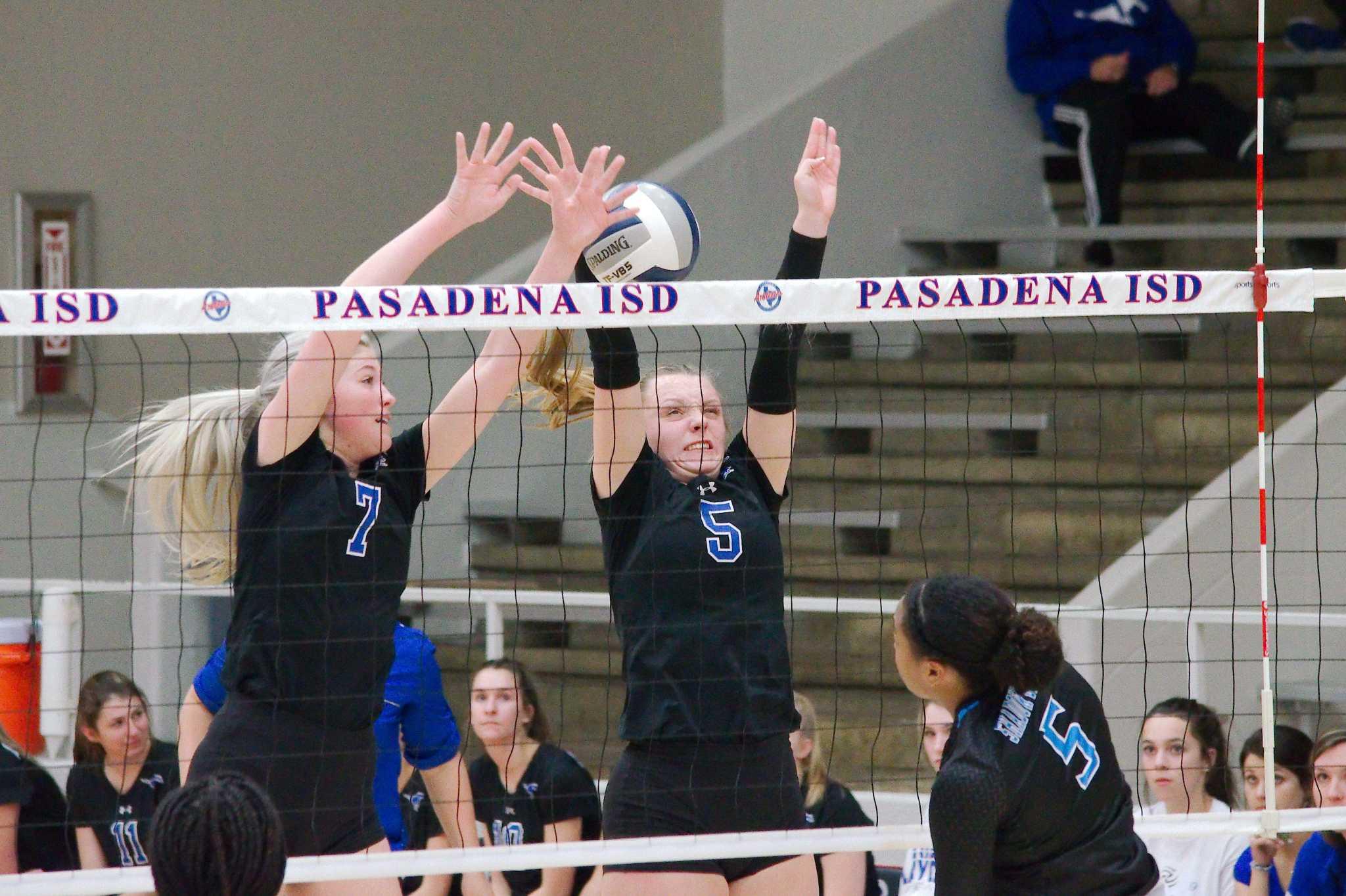 Volleyball: Manbeck, Svoboda, Weatherley earn top honors