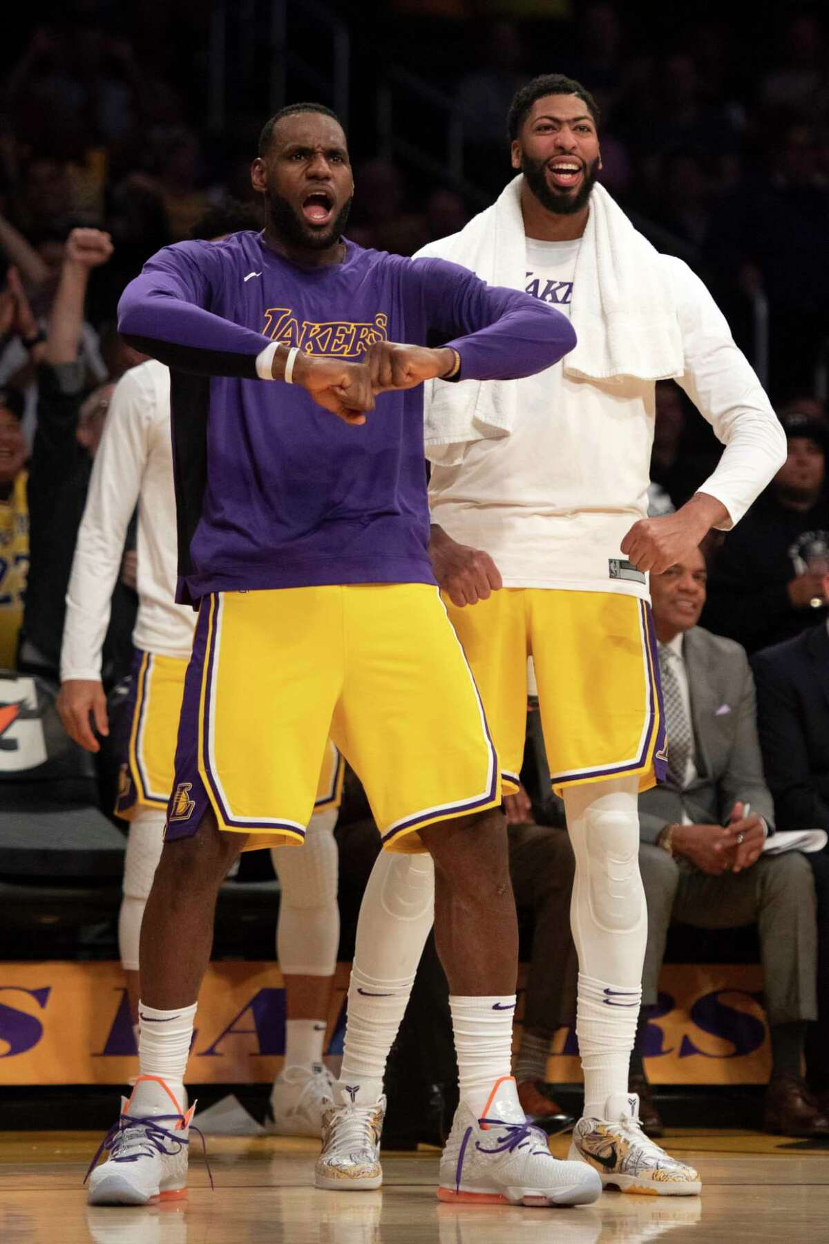 Los Angeles Lakers forward LeBron James, left, and forward Anthony Davis react after center JaVale McGee dunked during the second half of the team's NBA basketball game against the Memphis Grizzlies in Los Angeles, Tuesday, Oct. 29, 2019. (AP Photo/Kyusung Gong)