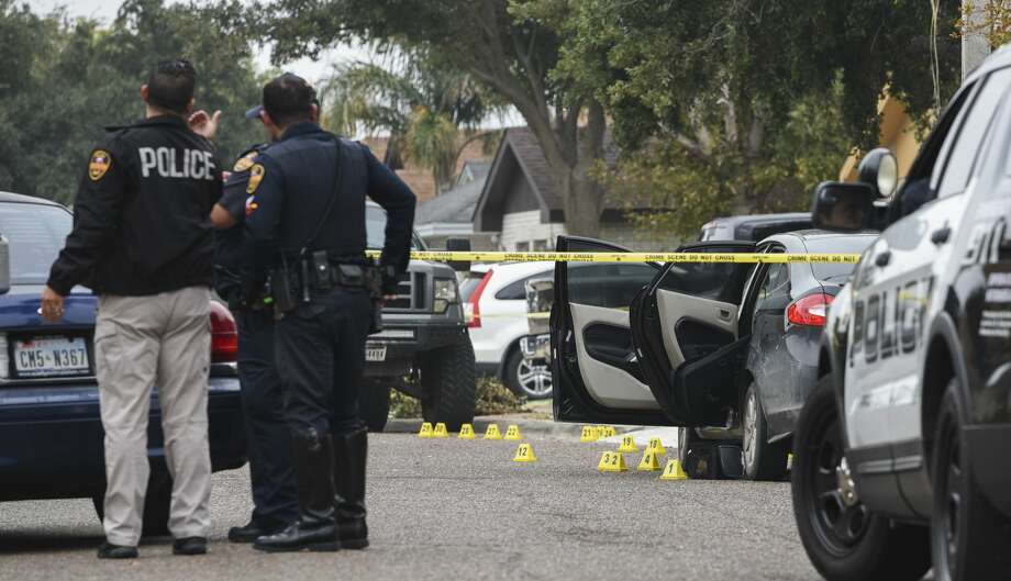 Laredo Police secure and canvass the area at the 100 block of Knoll Avenue where an officer involved shooting was reported on Tuesday, Nov. 26, 2019. Photo: Danny Zaragoza/Laredo Morning Times