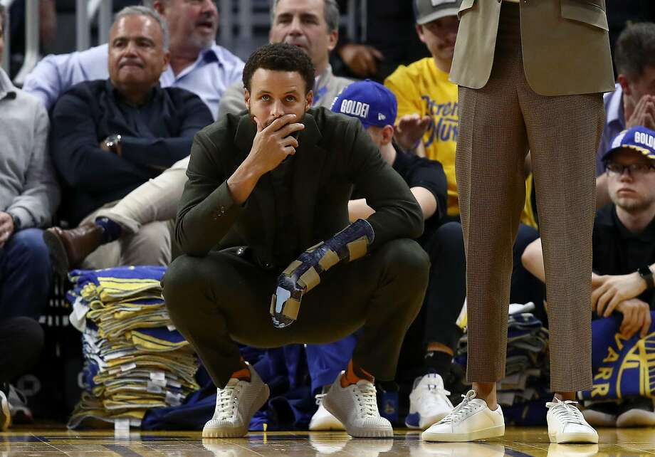 Injured Stephen Curry #30 of the Golden State Warriors watches the final seconds of their loss to the Oklahoma City Thunder at Chase Center on November 25, 2019 in San Francisco, California. Photo: Ezra Shaw / Getty Images