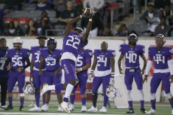 Humble Wildcats receiver Damarcus Crosby (22) makes a catch against the George Ranch Longhorns in the second half in a high school playoff football game on November 23, 2019 at TDECU Stadium in Houston, TX. George Ranch won 28 to 21.