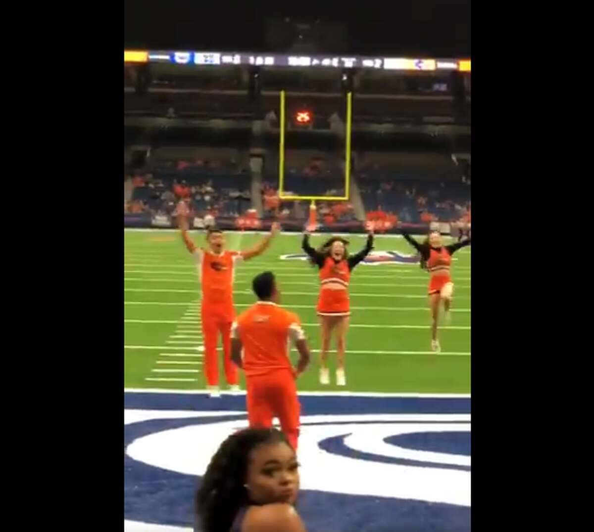 Tyriq Kuykendallcompleted a 100-yard pass on the Alamodome field. The video has the internet wondering how he could manage something so