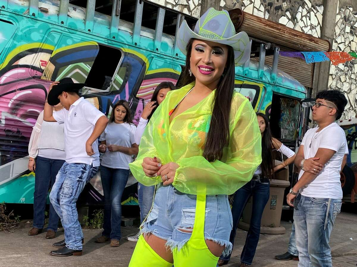 Amanda Solis on the set of her video for 'Kiebra la Bota.'