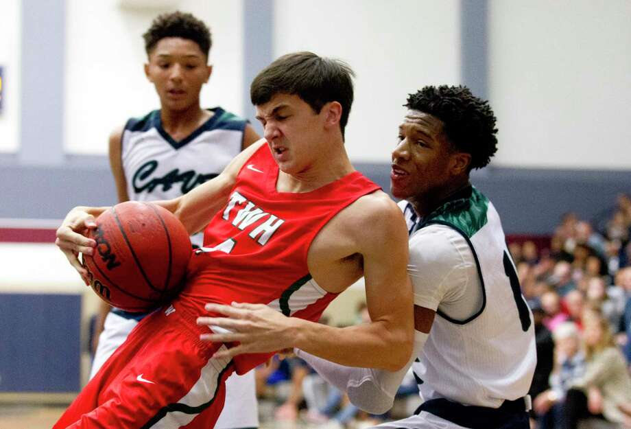 The Woodlands guard Peyton Mattingly (4), shown here last season, had seven points for the Highlanders in a loss to Shadow Creek Tuesday night. Photo: Jason Fochtman, Houston Chronicle / Staff Photographer / © 2019 Houston Chronicle